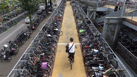organizacion-Amsterdam-holandesa-bicicletas-habitantes_TINIMA20130731_0044_3